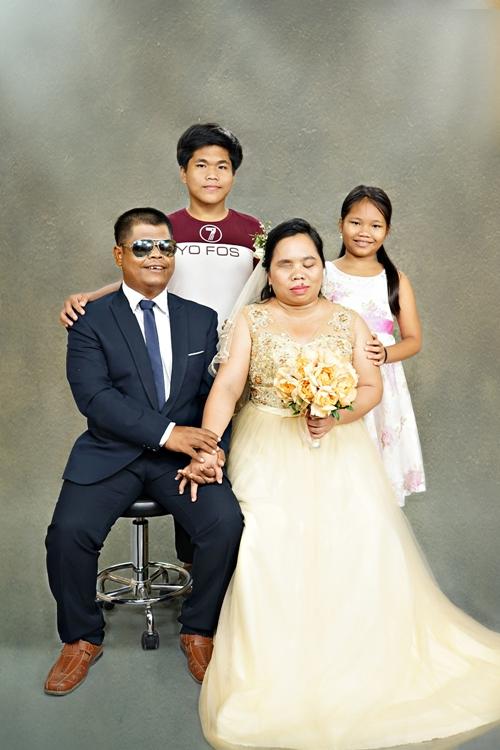 Những tấm ảnh cưới đơn giản nhưng chứa đựng một niềm hạnh phúc đong đầy từ những số phận kém may mắn.
