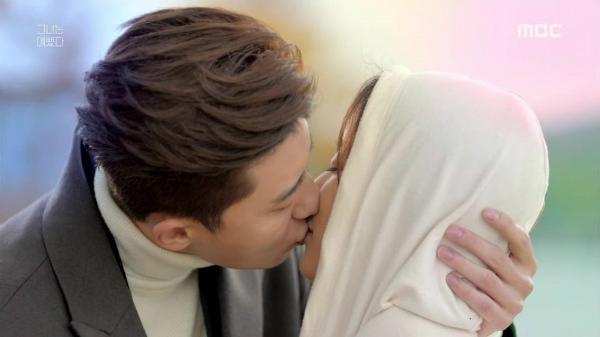 5 nụ hôn thần thánh của Park Seo Joon trên màn ảnh - 3