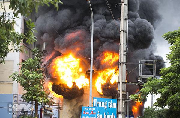 Cháy trạm biến áp chung cư ở Đông Anh, Hà Nội - 1
