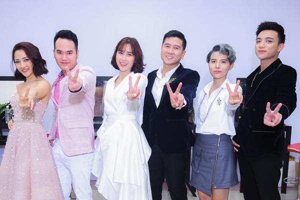 Độ trẻ trung, xì tin của bộ 6 HLV Giọng hát Việt Nhí 2018 - 1