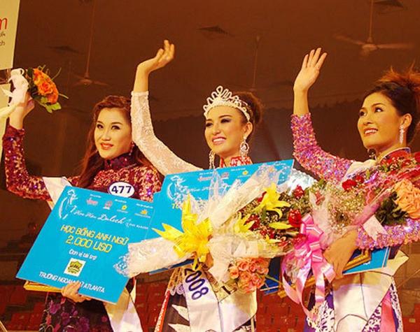 Thời điểm này 10 năm trước (2/8/2008), Ngọc Diễm đăng quang hoa hậu du lịch Việt Nam. Đây là cột mốc góp phần thay đổi cuộc sống người đẹp gốc Khánh Hòa.