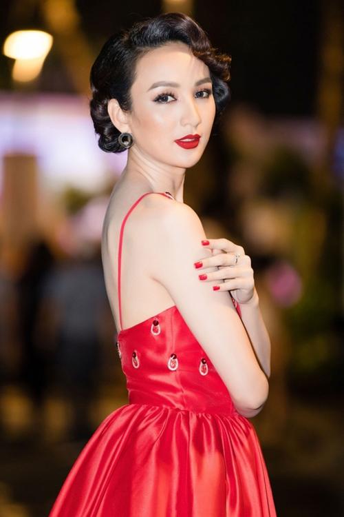 10 năm sau đăng quang, Ngọc Diễm hiện gương mặt đắt show MC của làng giải trí. Cô từng dẫn dắt chung kết Hoa hậu Hoàn vũ Việt Nam hai mùa 2015, 2018. Cô còn là gương mặt uy tín được lựa chọn đảm nhận vai trò giám khảo nhiều cuộc thi nhan sắc khác nhau.