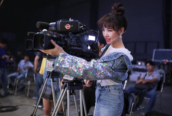 Hari Won tập tành đổi sang nghề... quay phim.