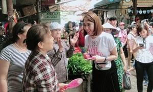 Thúy Ngân được fan bao vây ở chợ dù bị 'ghét cay ghét đắng' trên phim