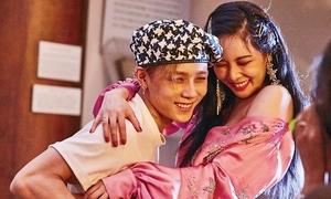 Loạt khoảnh khắc ngọt ngào 'lộ liễu' của Hyun Ah và E'Dawn