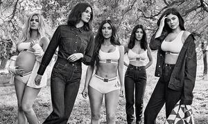 Ảnh quảng cáo của chị em Kardashian bị bóc mẽ photoshop thất bại