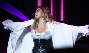 CL mặc nịt bụng biểu diễn sau khi gây sốc với thân hình phát tướng