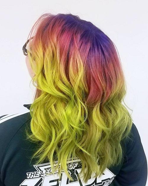 Với một Song Tử đa tính cách, ưa thích sự đổi mới và vui nhộn thì nhuộm tóc kiểu ombre với đủ các gam màu sặc sỡ là thích hợp nhất. Đây cũng là kiểu nhuộm làm nổi bật nét tính cách thích nổi loạn và hiện đại của họ.