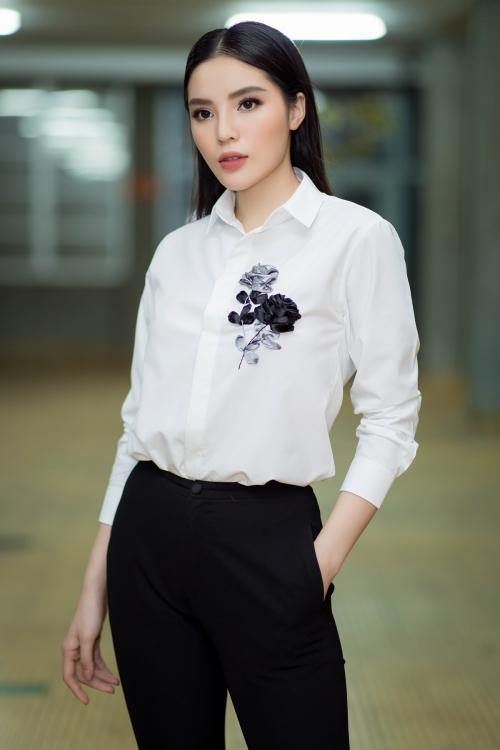 Thời gian qua, Hoa hậu Kỳ Duyên hoàn toàn chuyên tâm cho công việc và sự nghiệp. Người đẹp gốc Nam định cho biết cô vẫn chờ duyên tới, trước mắt chỉ muốn phấn đấu cho công việc.