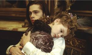 Bộ phim khiến Brad Pitt bị chỉ trích vì cảnh hôn bé gái 11 tuổi