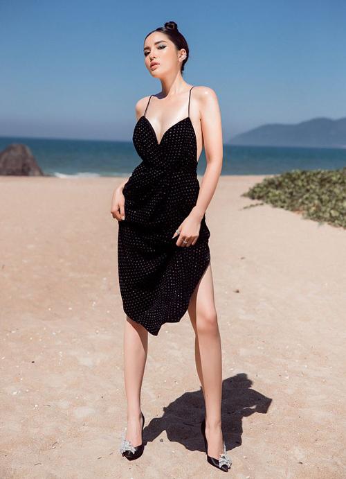 Màu sắc cũng được người đẹp tối giản hết cỡ để trông sang trọng, không bị lòe loẹt.