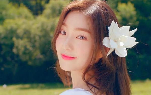 Irene được fan gọi là visual thế kỷ trong lần đầu tiên diện áo xẻ ngực - 3