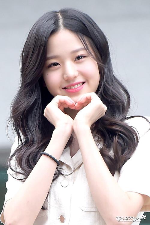 Jang Won Young vừa gây bất ngờ khi chiếm vị trí số một trên bảng xếp hạng tuần.