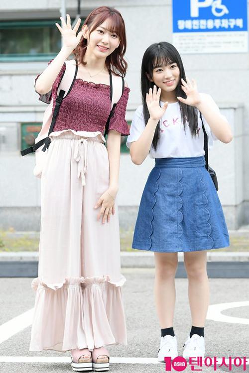 Miyawaki Sakura và Yabuki Nako là hai thí sinh nổi bật nhất đến từ Nhật Bản. Nako thật sự rất nhỏ bé, hình dáng giống như học sinh tiểu học dù cô nàng sinh năm 2001.
