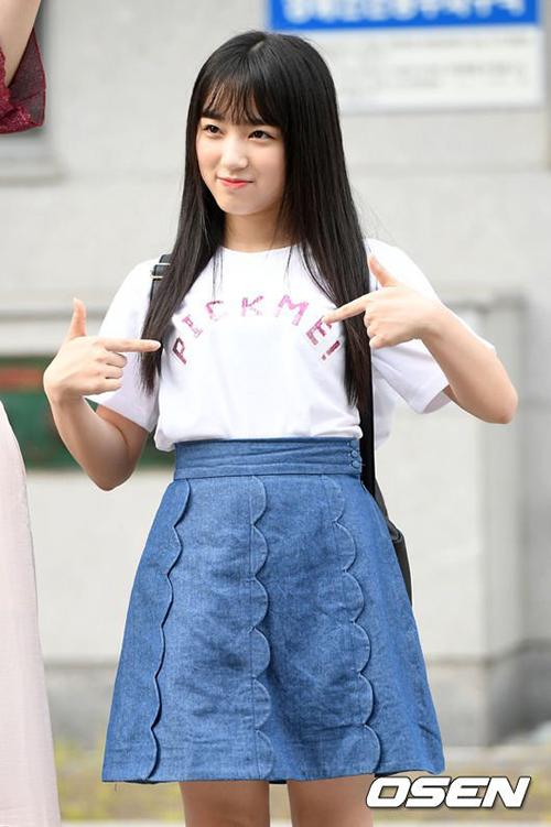 Dù vóc dáng nhỏ bé nhưng Nako được kỳ vọng trở thành giọng ca chính trong nhóm khi debut.