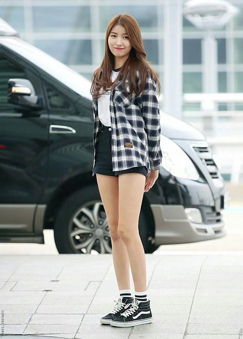 Đôi chân vừa thon thả vừa dài miên man của So Won chắc hẳn là điều mà cô gái nào cũng mong ước.