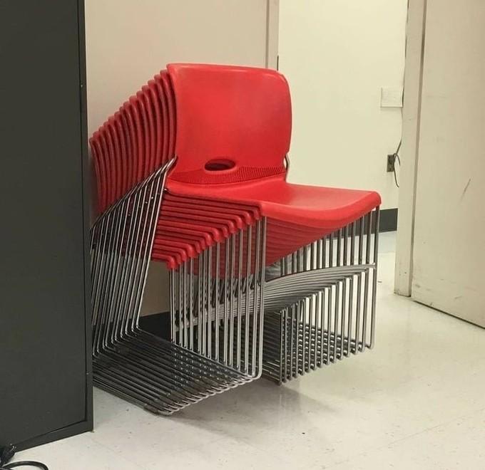 <p> Đố bạn, trong ảnh có bao nhiêu cái ghế?</p>