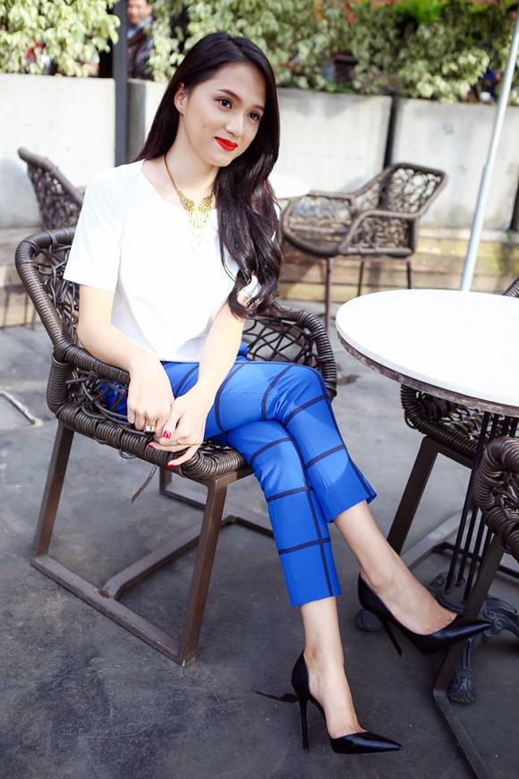 <p> <strong>Street style trẻ trung, lên hạng trông thấy</strong><br /> Trước đây, phong cách thời trang hàng ngày của Hương Giang tuy không xấu nhưng chưa có nhiều ấn tượng, đột phá. Cô nàng thường diện những bộ đồ có kiểu dáng khá già dặn so với tuổi.</p>