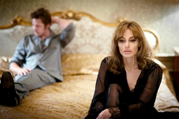 Bộ phim By the sea đánh dấu 10 năm tái hợp màn ảnh củaAngelina - Bradđã trở thành cột mốc đánh dấu cuộc hôn nhân đứng trên vực thẳm của hai người.