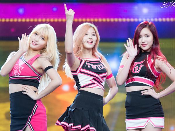 3 thành viên người Nhật của Twice: Momo, Sana và Mina.