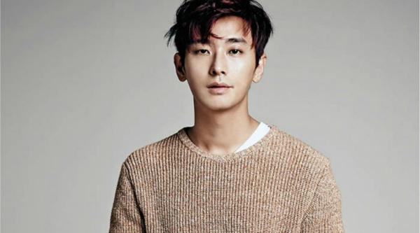 Gương mặt đậm chất diện ảnh của Ju Ji Hoon khiến anh được đánh giá cao.