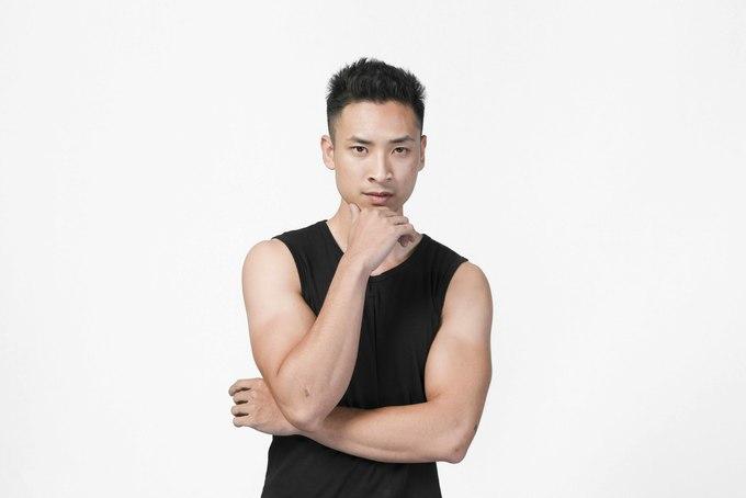 <p> Bước ra từ <em>Vietnam's Next Top Model 2015</em>, Hoàng Gia Anh Vũ là gương mặt quen thuộc trên khắp các sàn diễn thời trang lớn nhỏ. Sở hữu ngoại hình thu hút và kinh nghiệm dày dạn, Anh Vũ được kỳ vọng tiến sâu trong cuộc thi. Tuy nhiên, anh đã phải dừng chân khá sớm và chưa có cơ hội để thể hiện mình nhiều hơn.</p>