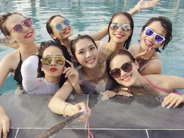 Nhan sắc của các cô gái trong hội bạn của Đàm Thu Trang đúng là chẳng thể nói đùa bởi ai cũng rạng ngời và đầy nét gợi cảm.