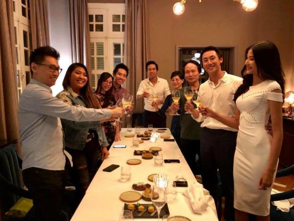 Hình ảnh hiếm hoi của Rocker Nguyễn trong tiệc sinh nhật hồi cuối tháng 7.