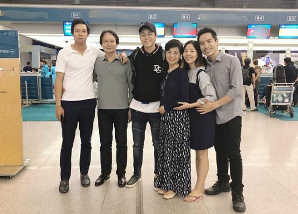 Rocker Nguyễn chia tay người thân, bạn bè, quyết định lên đường sang Úc.