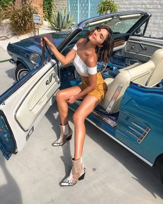 <p> Olivia Culpo từng bị bạn trai, ngôi sao bóng bầu dục Danny Amendola quyết định chia tay hồi tháng 4 do anh chàng không hài lòng với những bộ ảnh khỏa thân mà cô chụpcho tạp chí áo tắm<em> Sports Illustrated</em>. Cả hai đã quay lại hồi đầu tháng 7.</p>