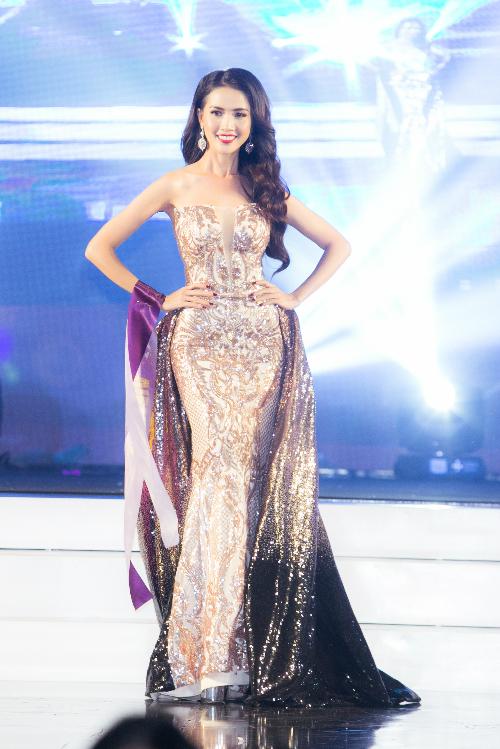 Trang phục dạ hội của Phan Thị Mơ trong đêm chung kết.
