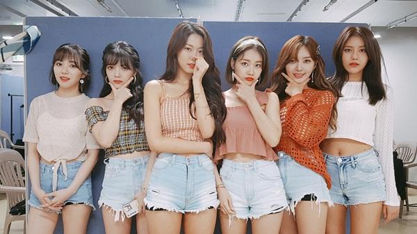 6 cô gái AOA kỷ niệm 6 năm sân khấu debut đầu tiên trong sự nghiệp. Cả nhóm mang đến vẻ tươi trẻ rạng ngời với những bộ cánh hot trend mùa hè.