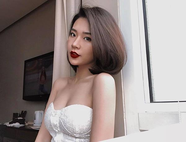 Vợ sắp cưới của chủ nhân hit Yêu 5 có nhan sắc xinh đẹp, nóng bỏng chẳng thua các hot girl. Cô nàng tênLai Thanh Huyền, sinh năm 1996