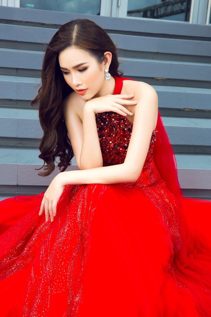 <p> Sau gần một năm đăng quang Á hậu 2 - Hoa hậu các Quốc gia 2017, Thanh Trang được BTC mời vào ghế giám khảo để tìm kiếm tân hoa hậu cho cuộc thi.</p>