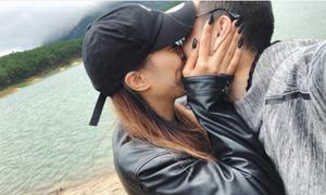 Huỳnh Anh khóa môi bạn gái mới