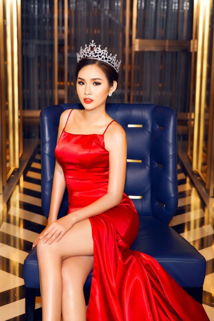 <p> Ngoài việc làm giám khảo Hoa hậu các Quốc gia, Thanh Trang cho biết đã nhận lời làm giám khảo một cuộc thi dành cho nam giới công sở tại Việt Nam vào tháng 10/2018.</p>