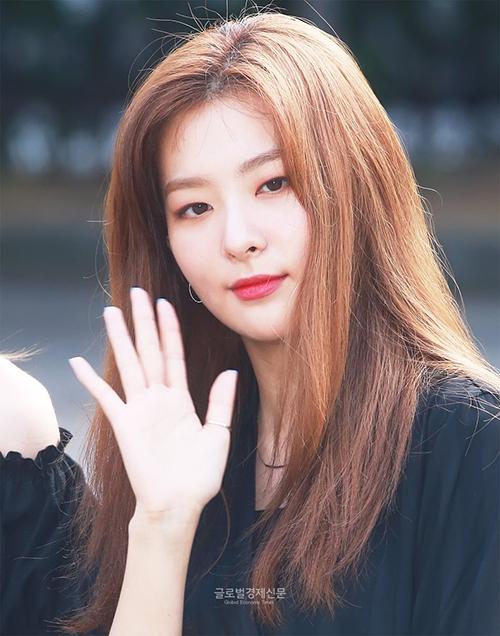 Các cô gái thích vẻ đẹp cá tính, mái tóc dày, mượt của Seul Gi.