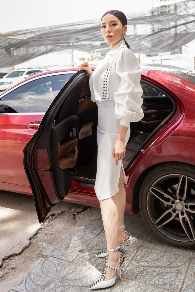 <p> Ngày 9/8, Kỳ Duyên xuất hiện tại vòng khởi động cuộc thi Siêu mẫu Việt Nam 2018. Cô được công bố cùng Hoa hậu Hương Giang Idol đảm nhận vai trò huấn luyện, đào tạo các thí sinh. Đây là lần thứ hai Kỳ Duyên tham gia truyền hình thực tế sau chiến thắng tại The Look 2017.</p>