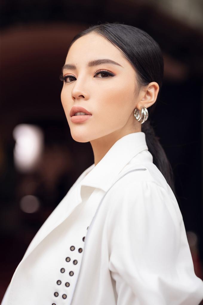 """<p> Năm 2017, Kỳ Duyên được coi là """"con cưng"""" của làng mốt Việt. Cô liên tục xuất hiện trên sàn diễn thời trang với vai trò vedette tại các show diễn từ Nam ra Bắc.</p>"""