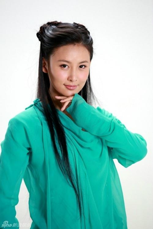 Trang phục đầy khó hiểu của Giả Thanh trong phim.