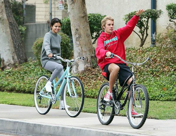 ...Selena vẫn sẽ liên lạc đểan ủi Justin.