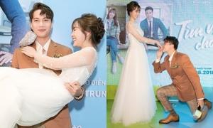 S.T hết bồng bế lại quỳ gối hôn tay Jang Mi trước đông người