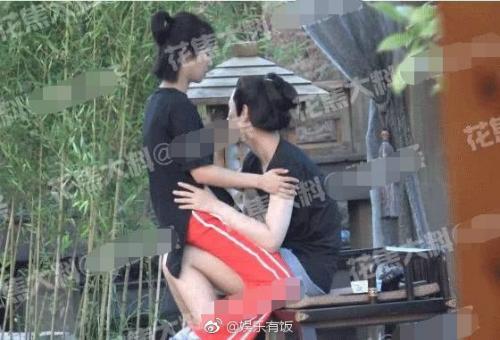 Cặp sao tuyên bố chia tay chỉ vài ngày sau khi họ bị phát tán ảnh thân mật gây tranh cãi. Dương Tử đến trường quay thăm bạn trai, có cử chỉ âu yếm khi ngồi trên đùi anh.