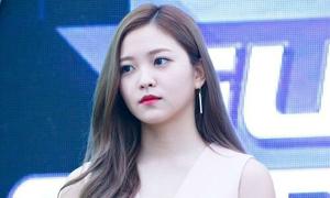 Em út Red Velvet bị fan chỉ trích vì thái độ hời hợt, liên tục nhảy sai