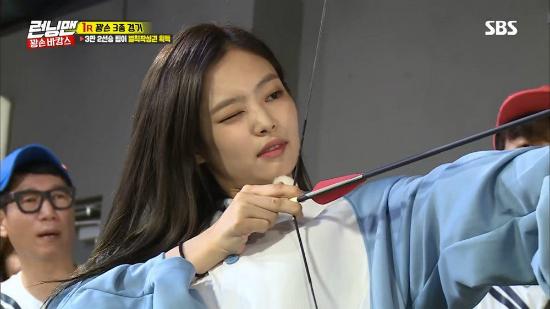 Jennie chiến thắng được Kim Jong Kook.