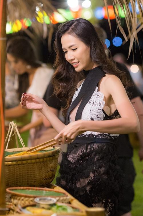 Tiếp đó là thưởng thức những món ăn đặc sản của mảnh đất xứ Quảng...