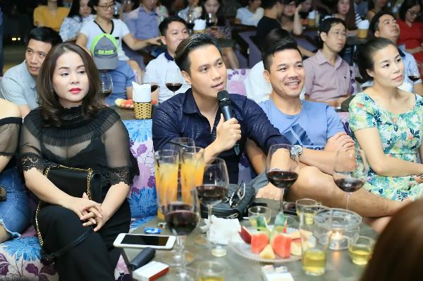 Tại buổi họp báo, Việt Anh nằng nặc đòi đóng MV của Tuấn Hiệp.