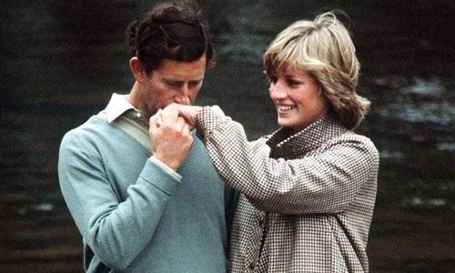 Diana - Charles: Chặng đường 20 năm quen biết, kết hôn và từ biệt