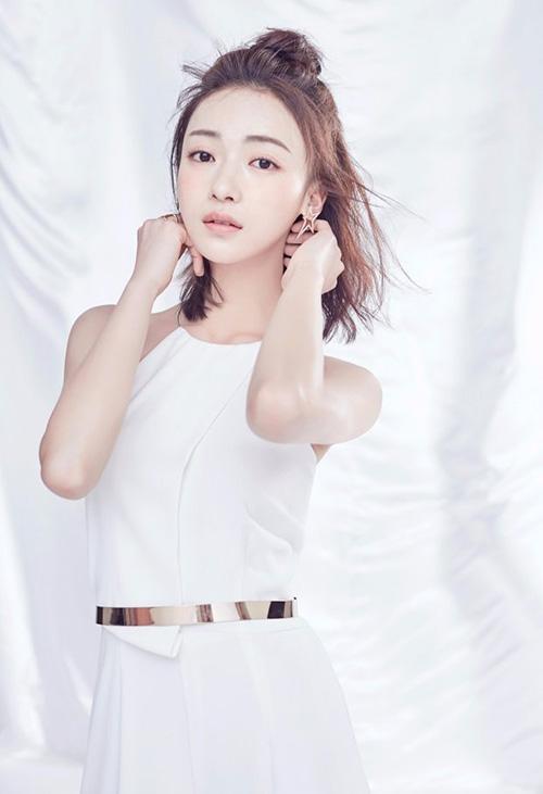 Nữ chính Diên Hy công lược đời thường: Gầy tong nên mặc đồ hiệu cũng khó đẹp - 6