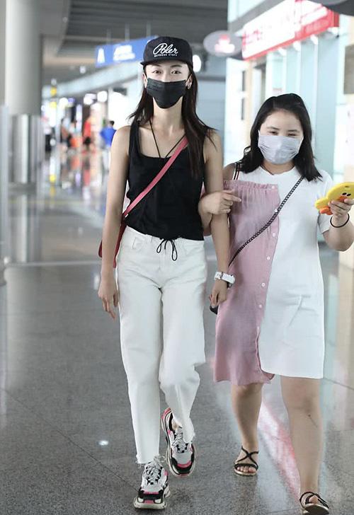 Nữ chính Diên Hy công lược đời thường: Gầy tong nên mặc đồ hiệu cũng khó đẹp - 8